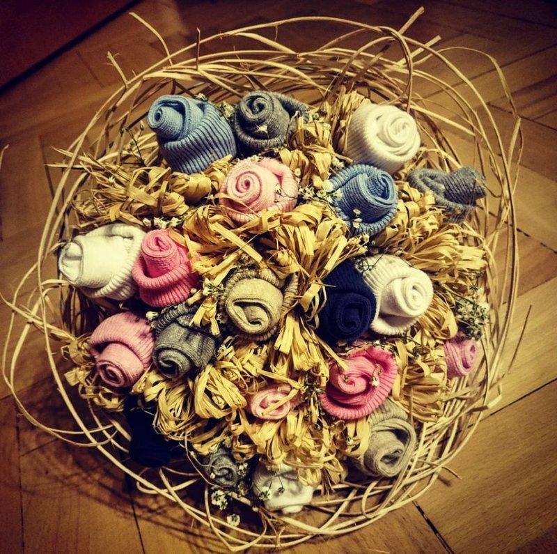 Как сделать цветы и другие подарки на праздник своими руками