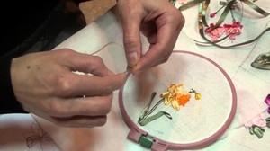 materialy_vyshivaniya_lentami Вышивка роз лентами для начинающих рукодельниц: учимся вышивать лентами по видео мастер-классам