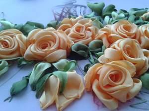 vyshivat_lentami_kartinu Вышивка роз лентами для начинающих рукодельниц: учимся вышивать лентами по видео мастер-классам