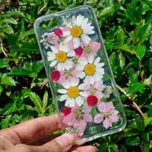 primenenie_zasushennyh_cvetov Как сделать чехол для телефона своими руками: из бумаги, из кожи, силиконовый, бампер, книжка, как украсить