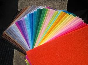 Разноцветные кусочки фетра для декора