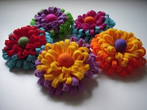 pyshnaya_hrizantema_brosh Цветок из фетра для броши или заколки. Мастер-класс с пошаговыми фото