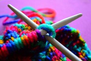 vyazanie_spicami Мастер-класс по вязанию шапки-кошки спицами и крючком: описание фасонов, создание основы и ушек