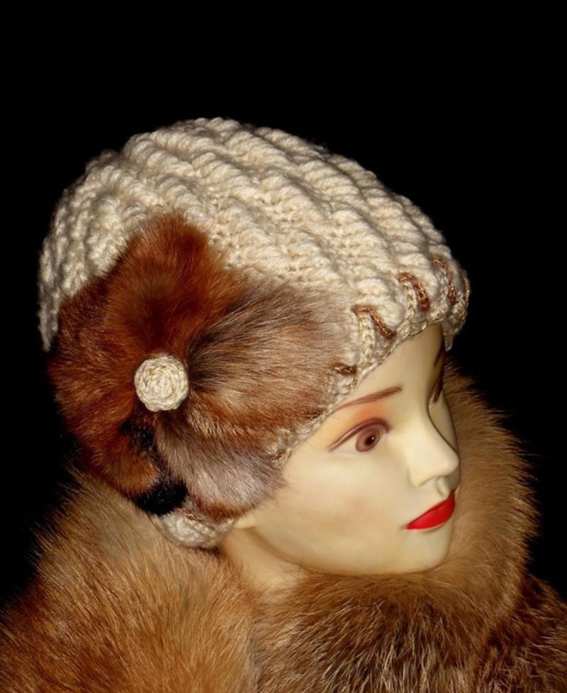 Оформление вязаной шапки