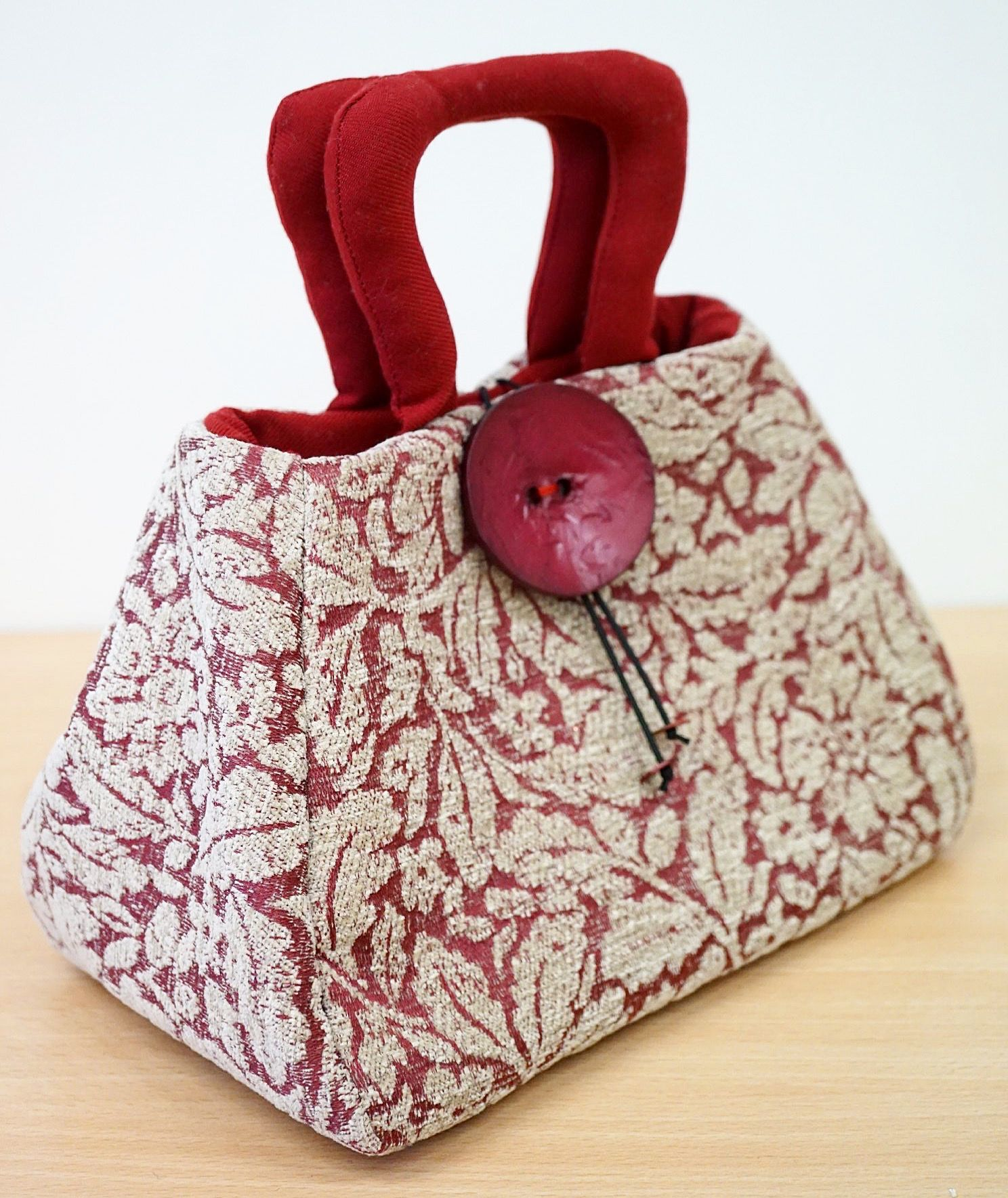 Оживим скучную сумочку своими руками