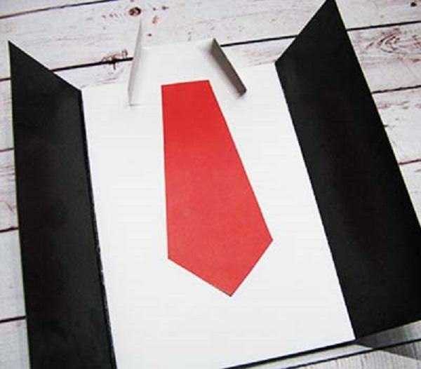 Вклеиваем галстук